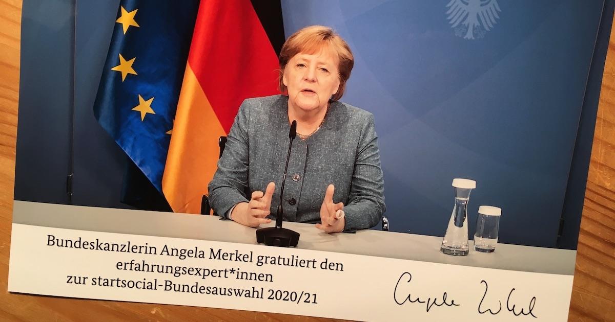 Bundeskanzlerin Angela Merkel gratuliert den erfahrungsexpert*innen zur startsocial Bundesauswahl 2020/21